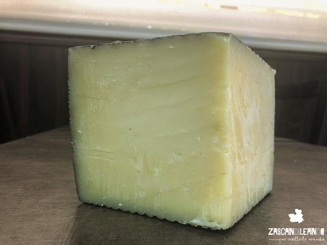 Primer plan del queso manchego, elaborado con leche de oveja