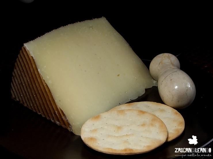 El queso manchego es uno de los alimentos más importantes originarios de la comunidad de Castilla-La Mancha
