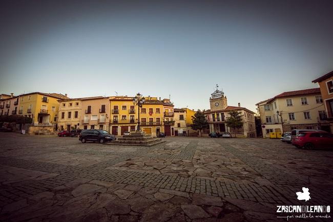 Es la plaza más importante de Brihuega porque alberga muchos edificios de interés
