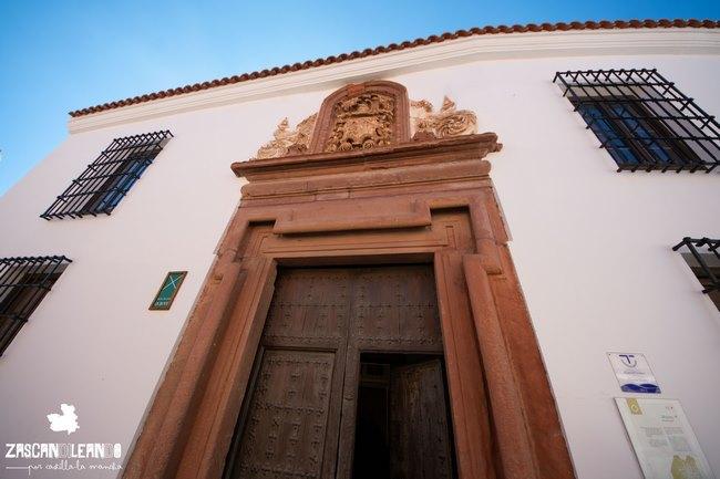 El museo Municipal de Alcázar alberga restos arqueológicos y obras pictóricas
