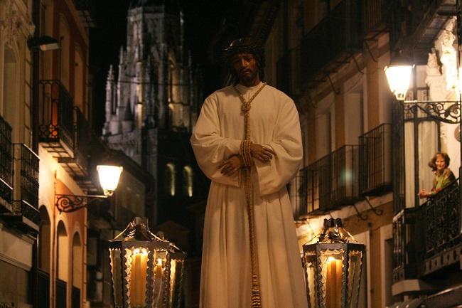 Procesión en Toledo con la Catedral de fondo