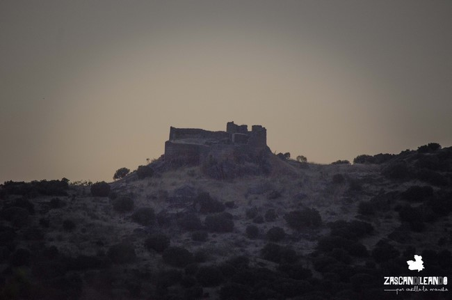 El acceso al castillo de Miraflores, en Piedrabuena, es muy complicado