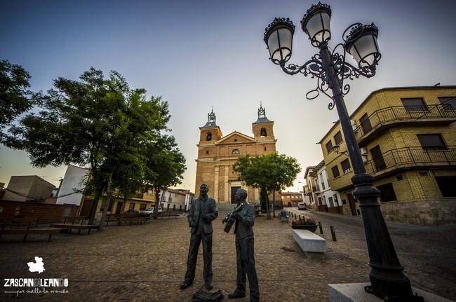 Varias esculturas, además de la iglesia de la Asunción, se ubican en la plaza Mayor de Piedrabuena