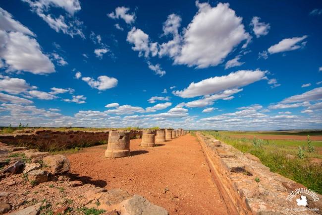 Este yacimiento se encuentra a cuatro kilómetros de Villanueva de los Infantes