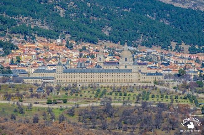 Vista lejana del Monasterio del Escorial