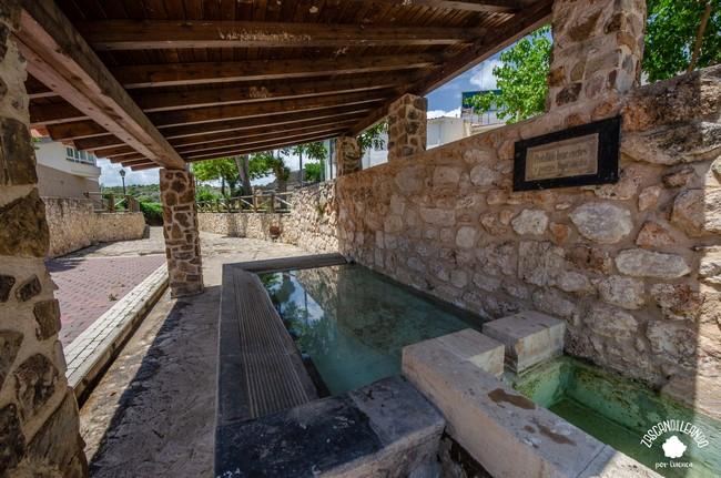 El lavadero de Saceda-Trasierra es un ejemplo estupendo de este tipo de construcciones