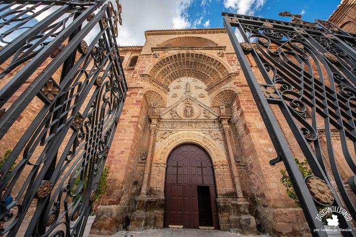 Portada de la iglesia de la Asunción, en Manzanares