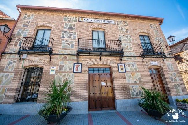 El antiguo ayuntamiento del pueblo ahora es la sede de la policía local