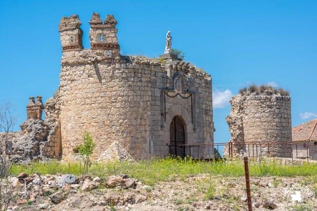 Portada de los restos del castillo de San Silvestre, provincia de Toledo