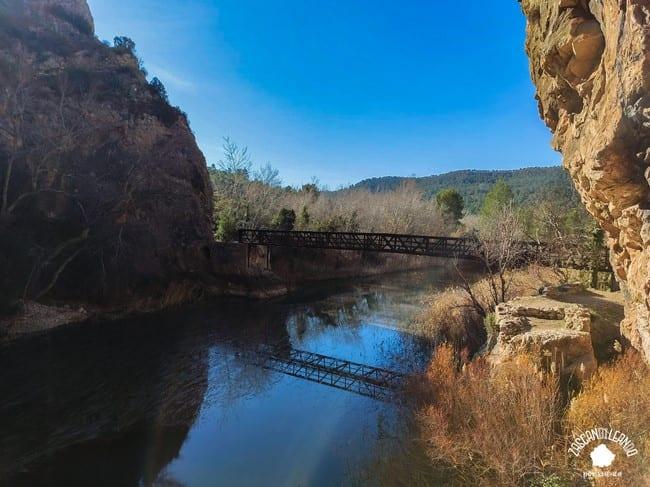 Puente de hierro al final del Sendero de los Cuchillos