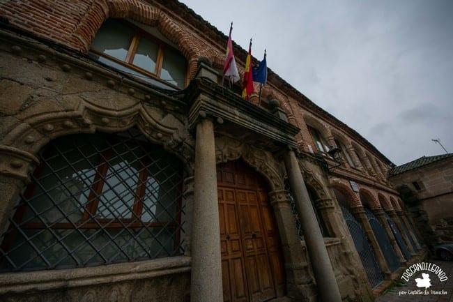 La antigua casa consistorial de Oropesa es un edificio muy hermoso