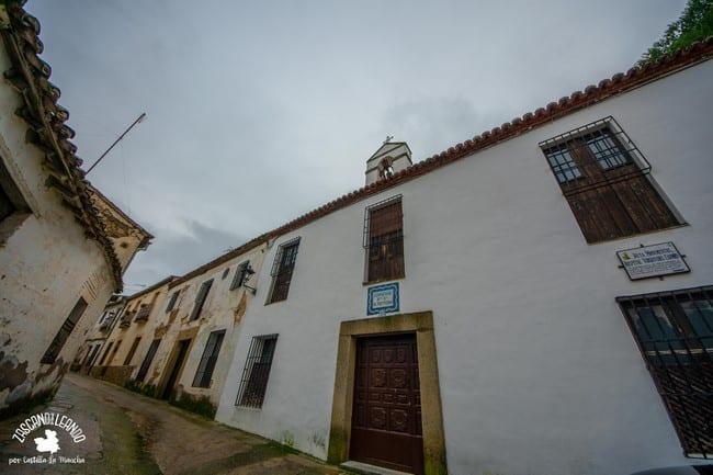 Este convento tiene en su interior un retablo de Juan Correa de Vivar