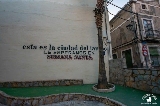 Mural sobre los tambores en la Semana Santa de Hellín