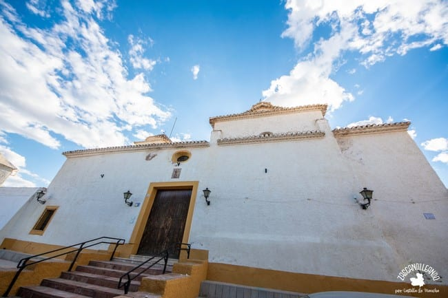 Templo encalado en el barrio de los Alfareros