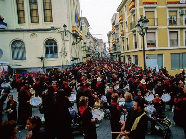 Miles de hellineros se juntan en su Semana Santa