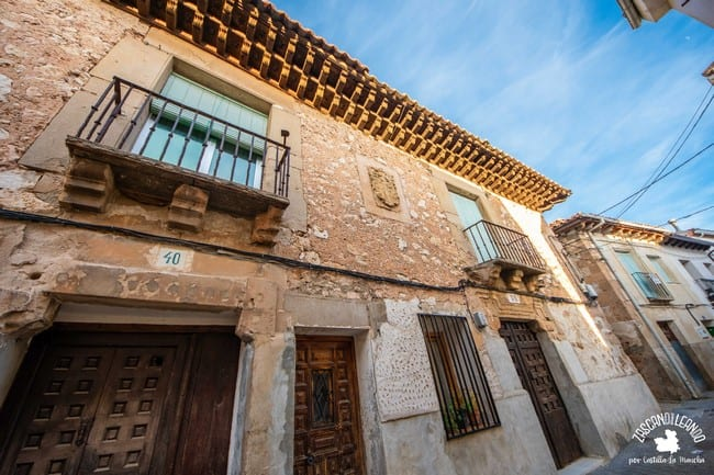 Este inmueble se encuentra en la calle San Juan, Jadraque