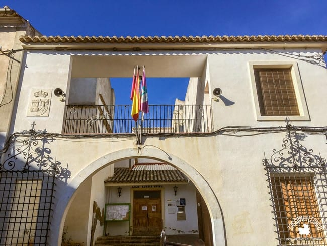 El edificio del ayuntamiento de Jorquera se encuentra en la calle Mayor