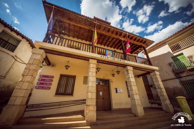 La casa consistorial de Trillo se encuentra en la plaza Mayor