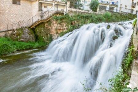 Cascada que forma el río Cifuentes a su paso por Trillo, Guadalajara