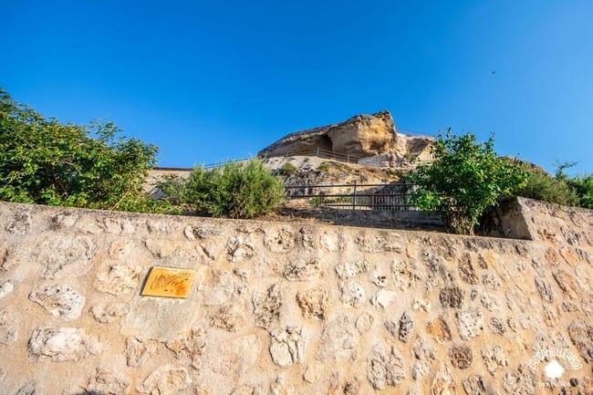 En la cima de este cerro hubo un castillo del que apenas quedan restos