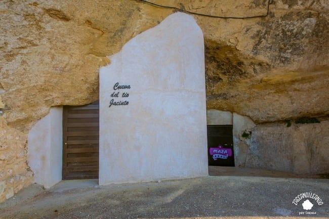 Las cuevas de vino de Mazarulleque son obras de arte subterráneas ubicadas en el cerro del Castillo