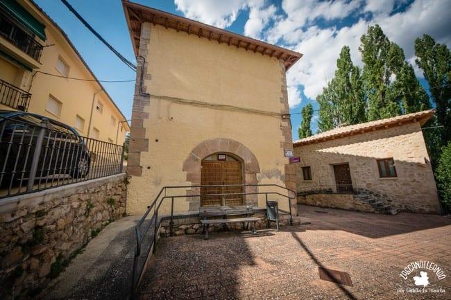 Se encuentran en la antigua ermita de San Blas y en la casa de los Molinos