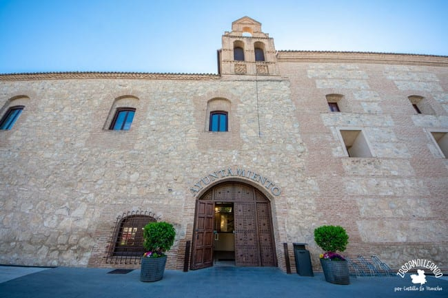 Las dimensiones de este palacio de Torrijos son impresionantes