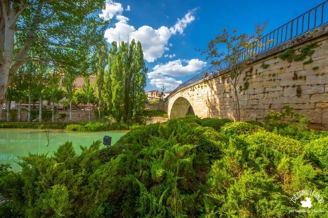 Este puente ha sufrido numerosas reconstrucciones en las distintas guerras sufridas en España