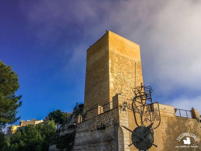 No se construyó en época almohade, si no al final de la Edad Media para proteger Jorquera