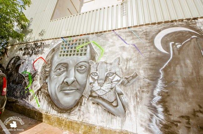 En este mural aparece el retrato de alguien parecido a Félix Rodríguez de la Fuente