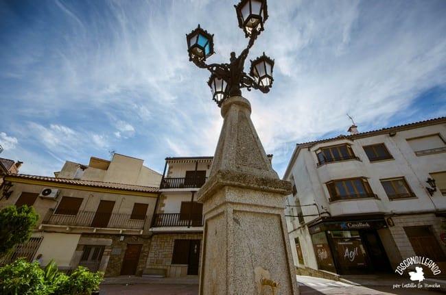 Fuente ubicada en la plaza de España en El Real de San Vicente