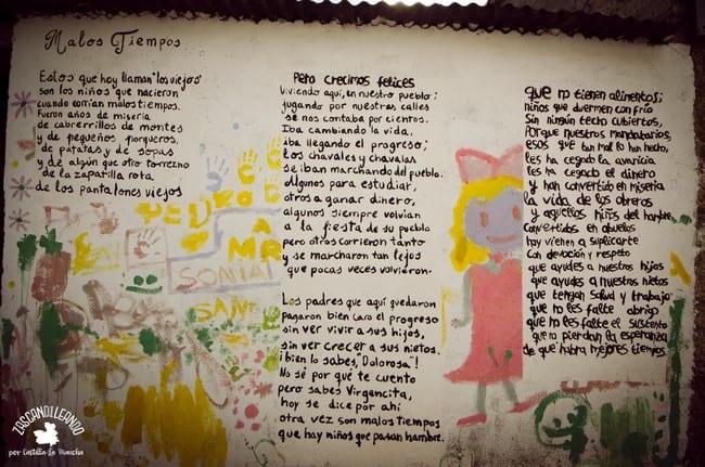 Muchas son las paredes decoradas con dibujos y textos en El Real de San Vicente