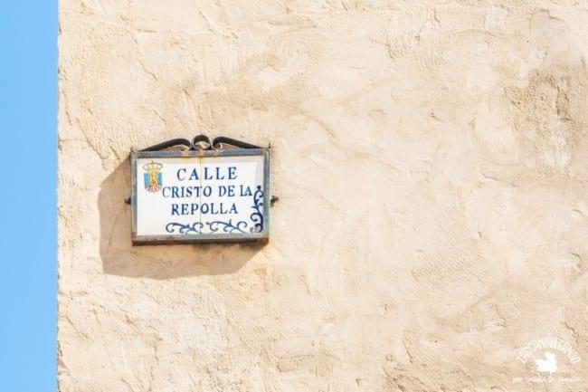 Esta calle se encuentra en la judería de Cifuentes y hace referencia a una conocida leyenda