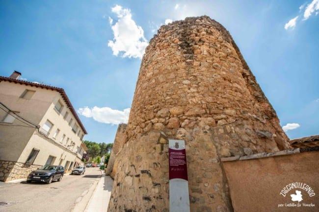 Se trata de una de las cuatro puertas que tenía antaño la villa de Cifuentes