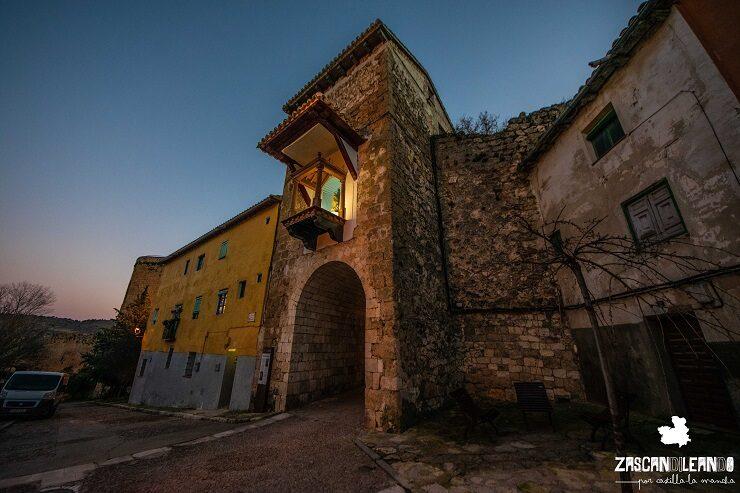 El Arco de la Guía da acceso al recinto amurallado de Brihuega